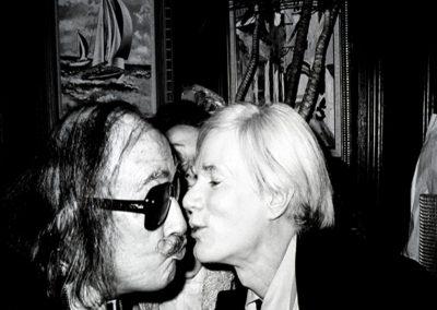 Andy Warhol pioniere del selfie e dell'autocelebrazione creativa